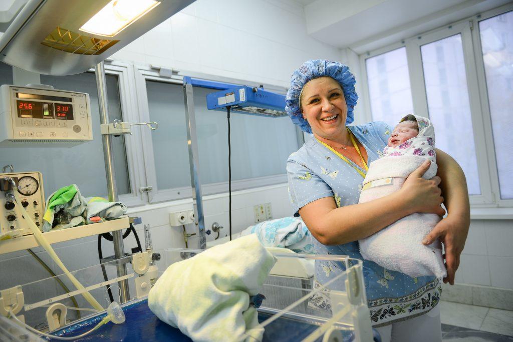 Новорожденных москвичей чаще называют Александрами и Анастасиями