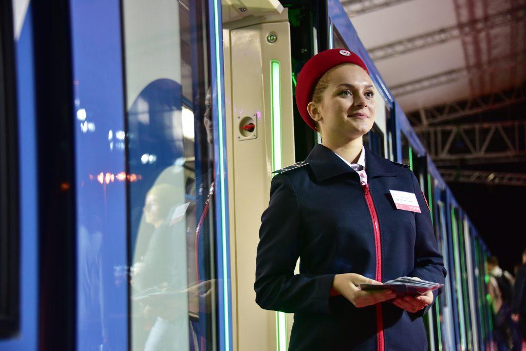 Живописный поезд от Третьяковки запущен в Московском метро