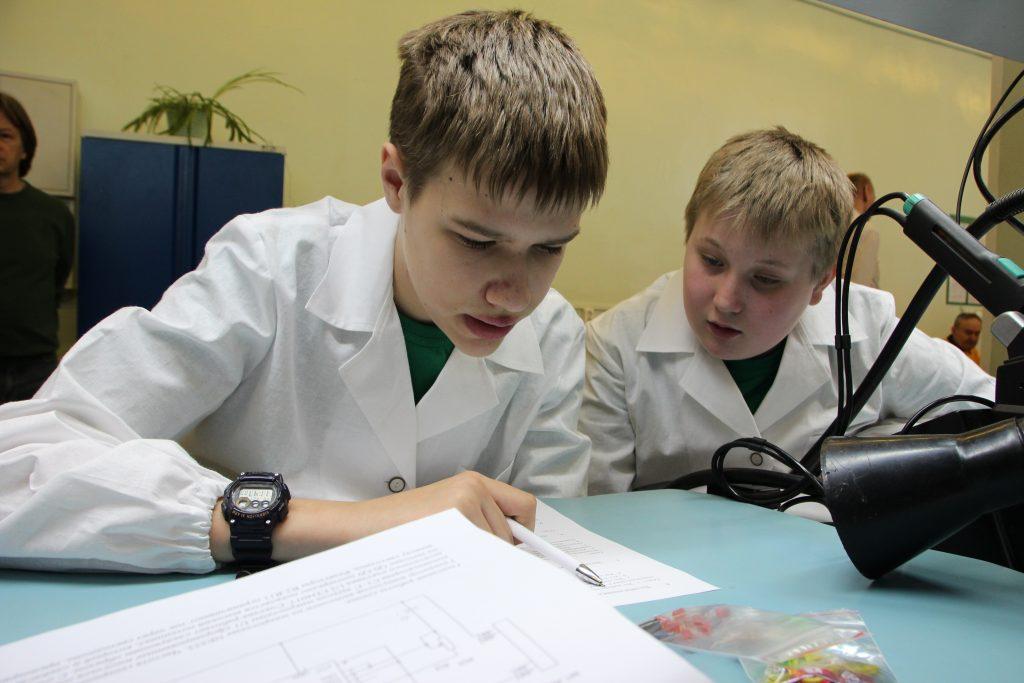 Департамент образования поздравил школьника из Внуковского с победой в соревнованиях JuniorSkills