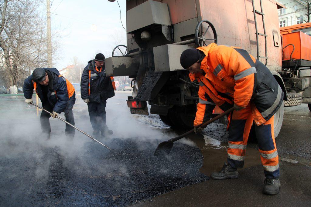Новую дорогу из асфальтовой крошки начали строить в Кленовском