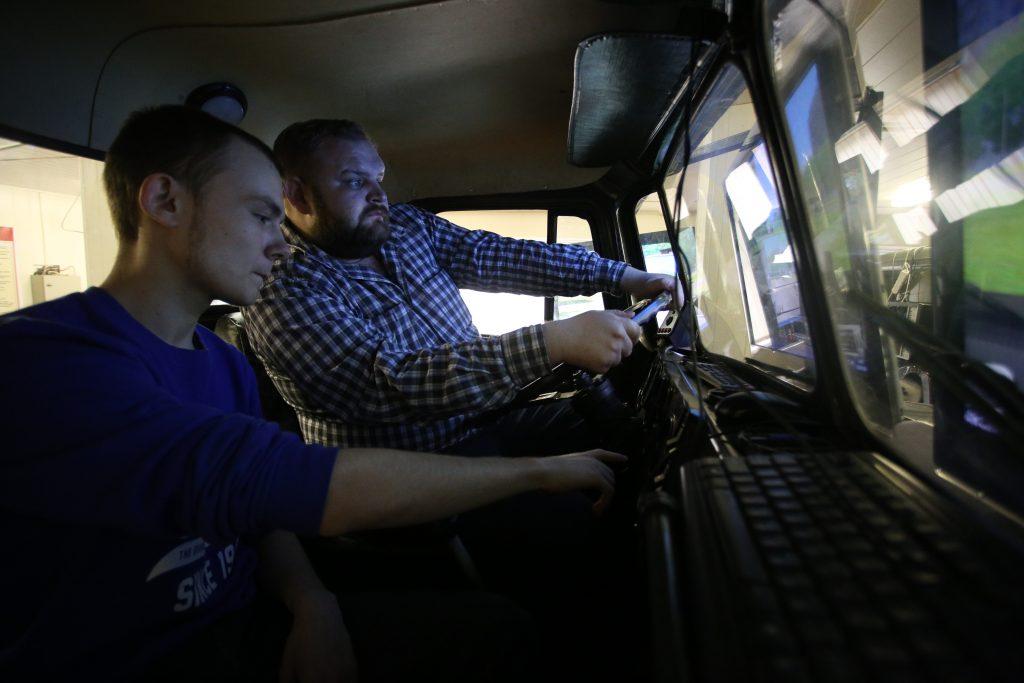 Московские автошколы учат защищаться от угонщиков