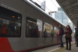 """МЦК поставило новый рекорд, перевезя за сутки более 300 тысяч пассажиров. Фото: архив, """"Вечерняя Москва"""""""
