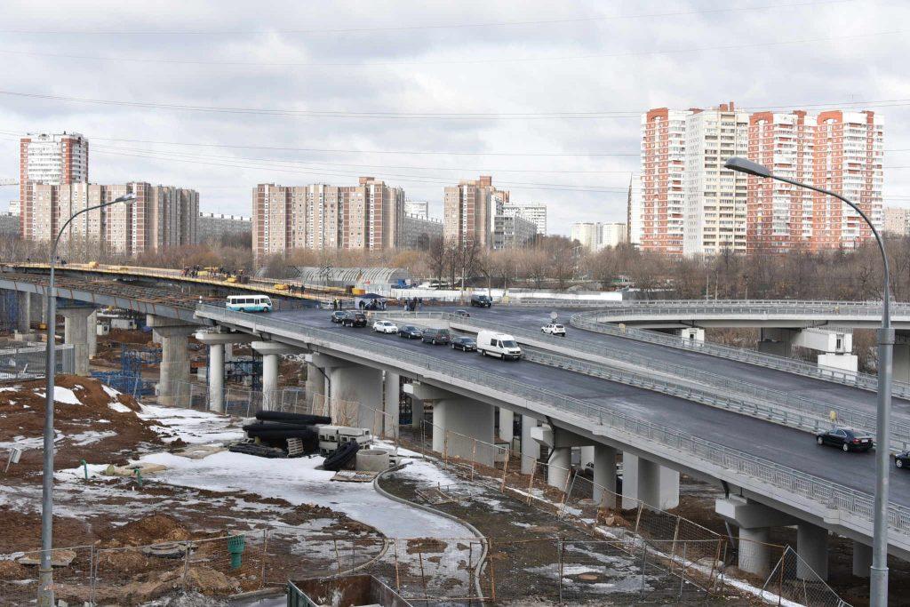 Строительство моста через реку Пахру находится на завершающей стадии