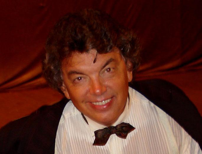 Эстрадный певец Сергей Захаров попал в кардиореанимацию