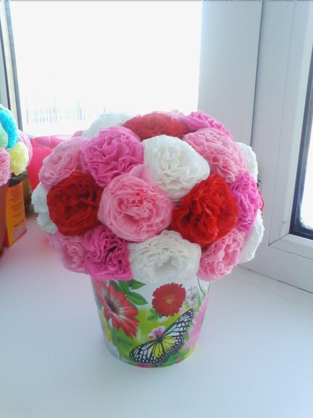 Красивые цветы из бумажных салфеток