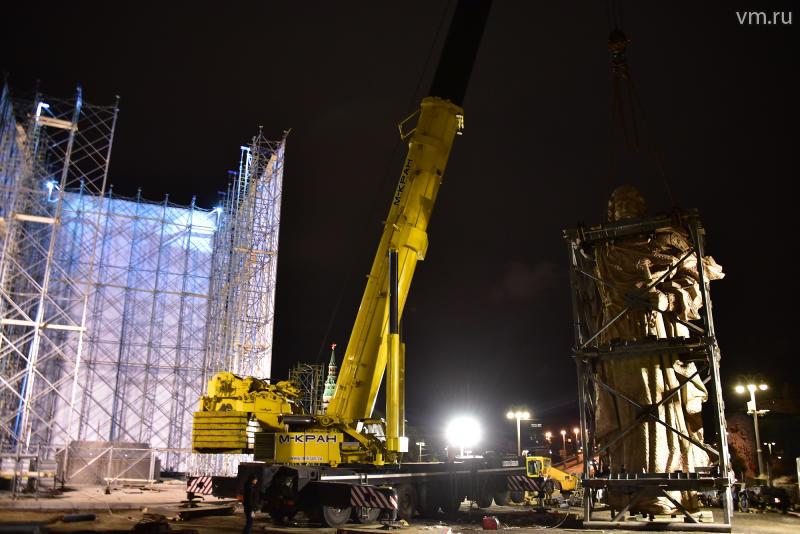 Монумент правителю Владимиру освободился отстроительных лесов