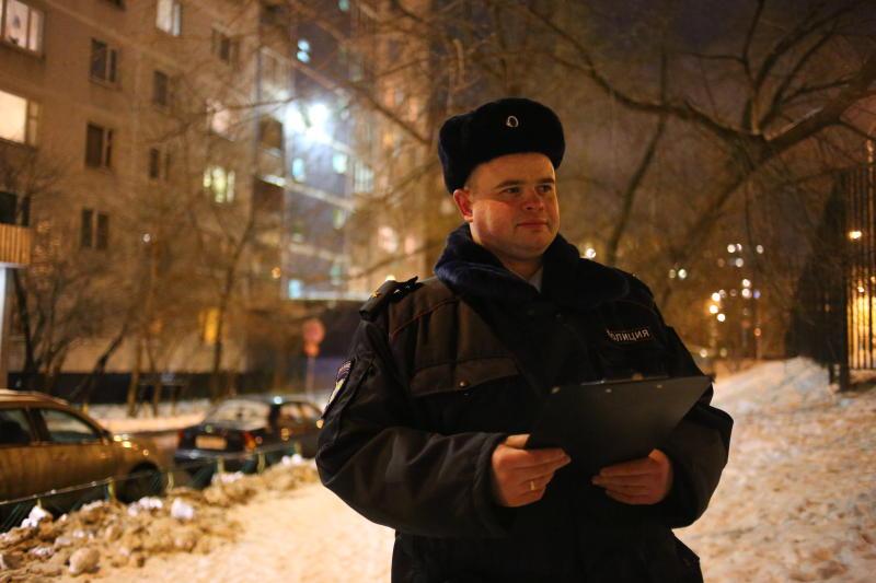 На площади Киевского вокзала неизвестные напали на двоих мужчин