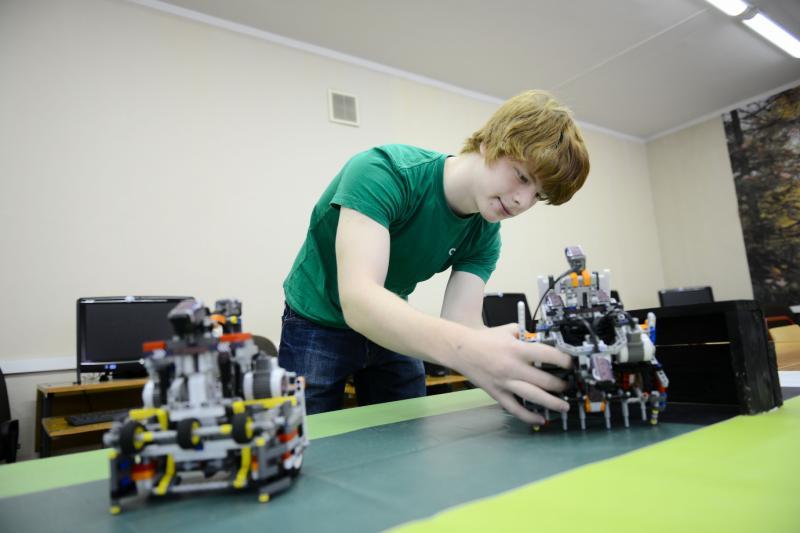 Школьники посоревнуются в робототехнике и научных экспериментах