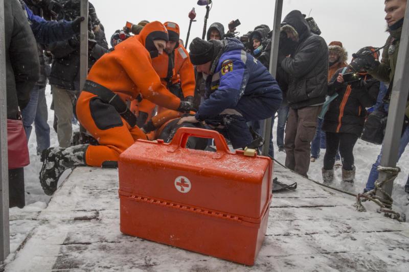 Рыбакам и моржам подготовили безопасные места для выхода на лед