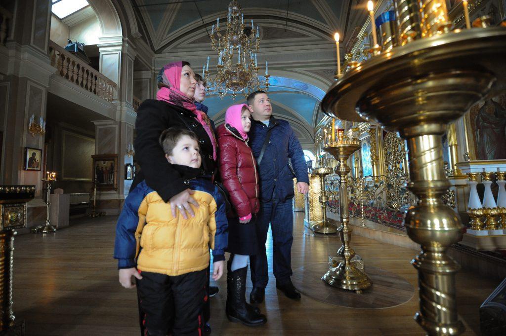 27 ноября 2016 года. Семья Ростовых (слева направо): Кирилл младший, Татьяна, Даниил, Анастасия, Кирилл