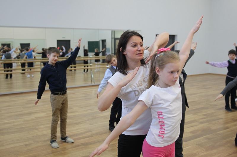 Геометрия танца. Преподаватель физкультуры из Внуковского совместила танцы и математику