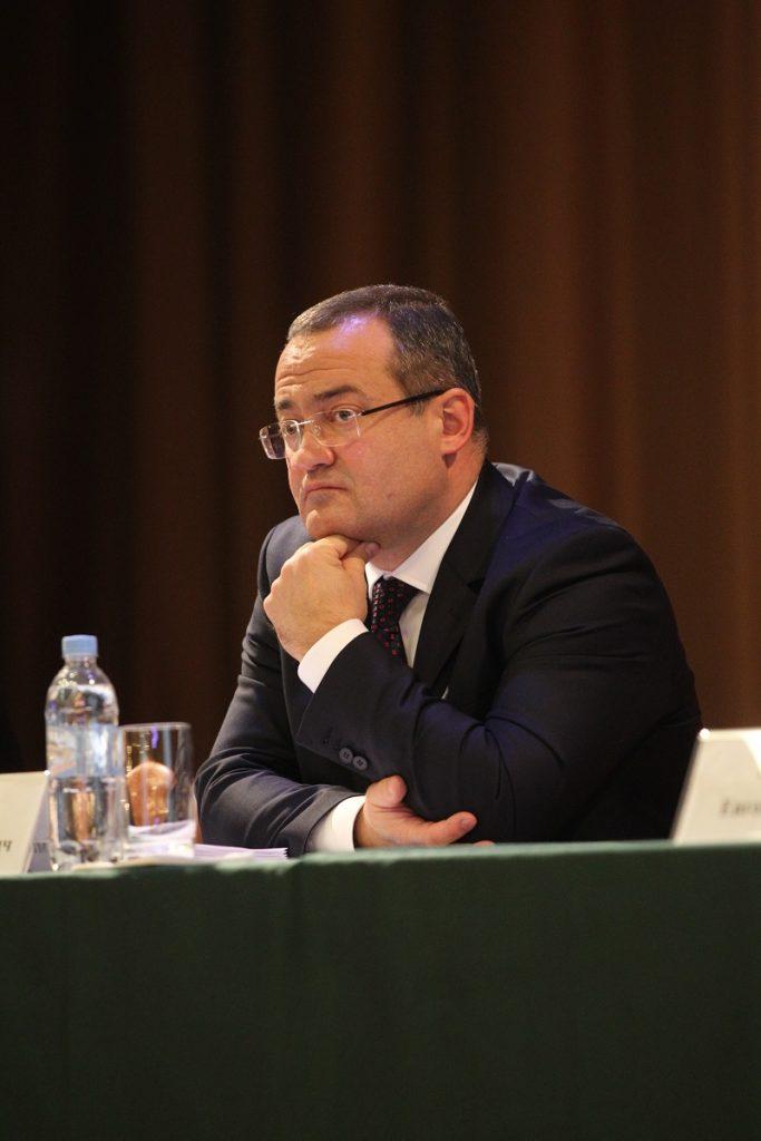 30 ноября 2016 года. Мосрентген. Префект Дмитрий Набокин на встрече с населением Мосрентгена.