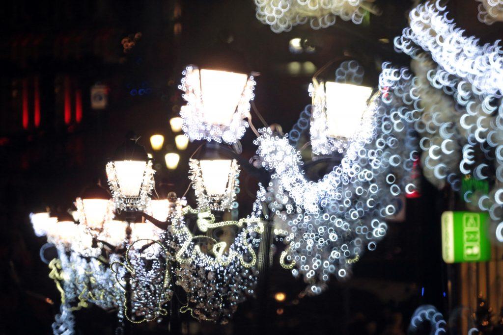 Улицы и дворы поселения Краснопахорское украсили световыми иллюминациями