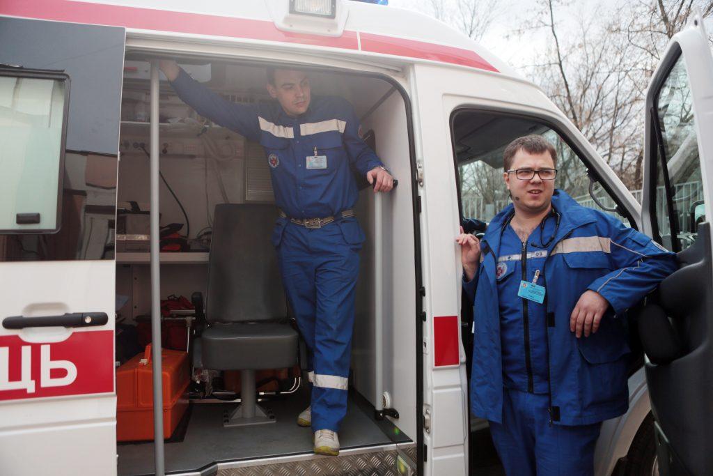Лифт с пассажиром едва не рухнул в московской поликлинике