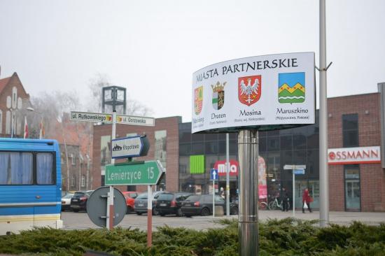 Герб поселения Марушкинское украсил польский город Витница