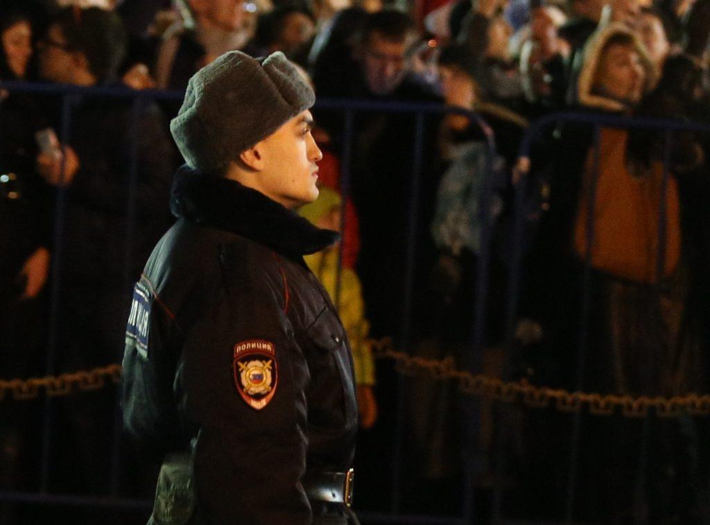 Проезд к местам массовых гуляний в Москве перекроют грузовиками