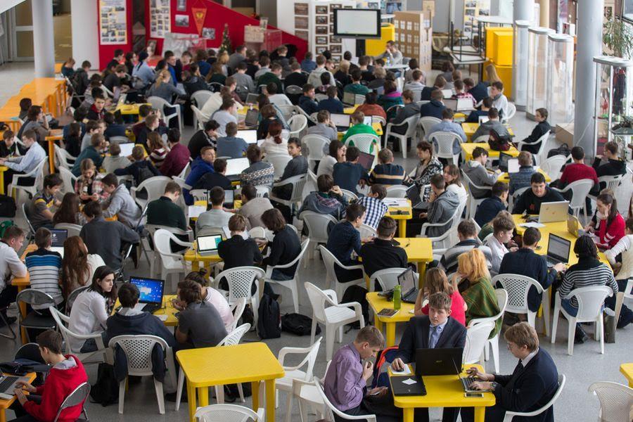 Юные программисты из Московского стали призерами «Хакатона»