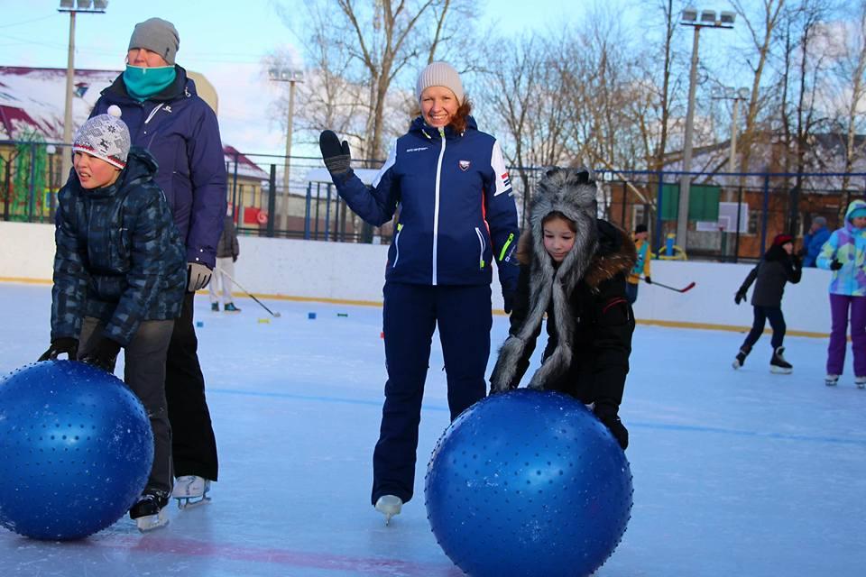 Окружные семейные соревнования «Зимние забавы» провели в Краснопахорском