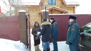 Жителям деревни Бачурино напомнили о правилах пожарной безопасности. Фото: пресс-служба Управления МЧС по ТиНАО