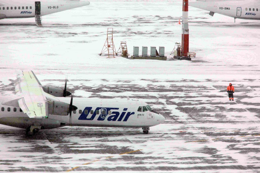 Аэропорты Москвы вновь отменили десятки рейсов