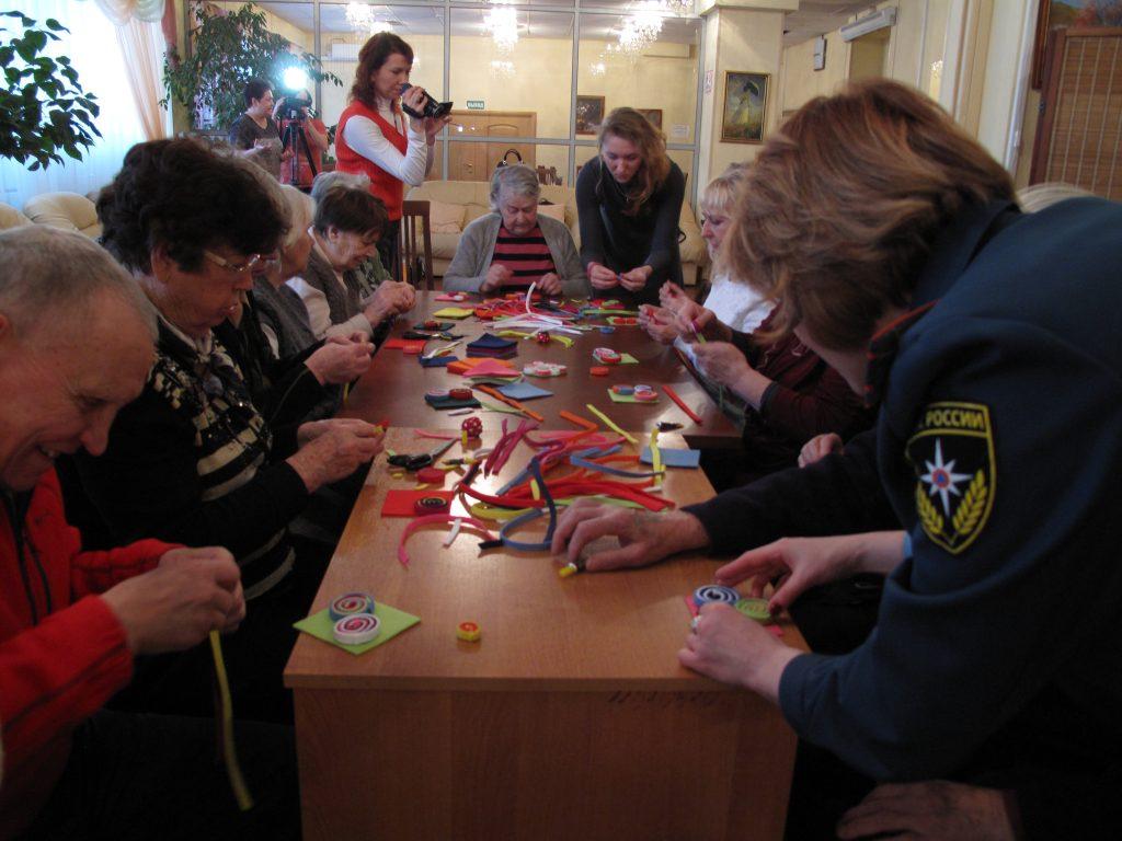 Спасатели и студенты Россоюзспаса провели мастер-класс для клиентов центра