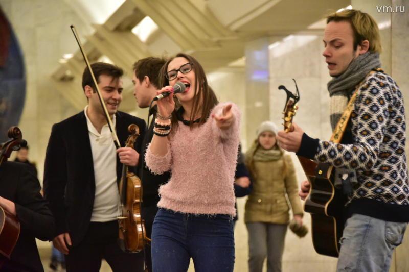 Музыканты устроили флешмоб в метро в День студента