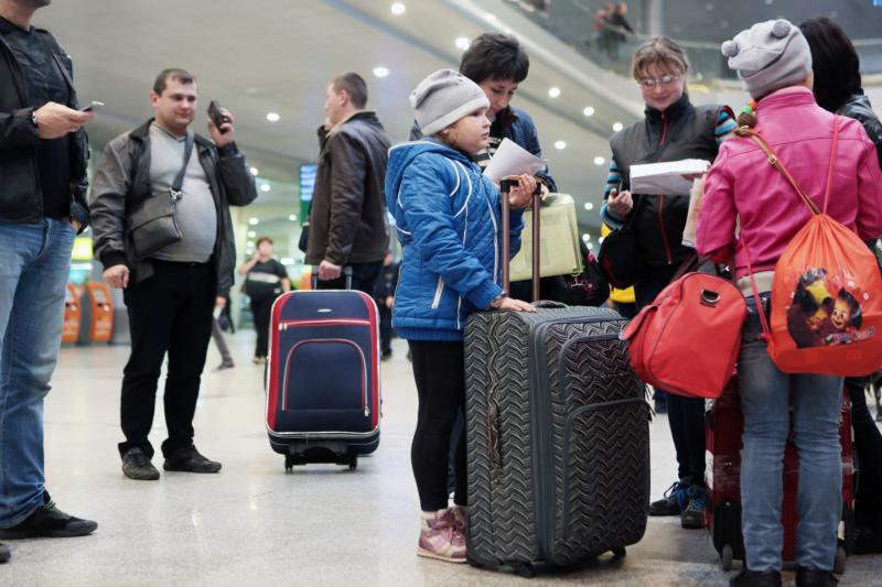 Более 20 рейсов отменили в двух аэропортах столицы