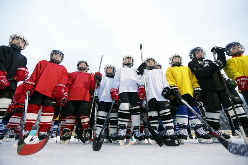 Хоккеисты сразятся за призы «Золотой шайбы»