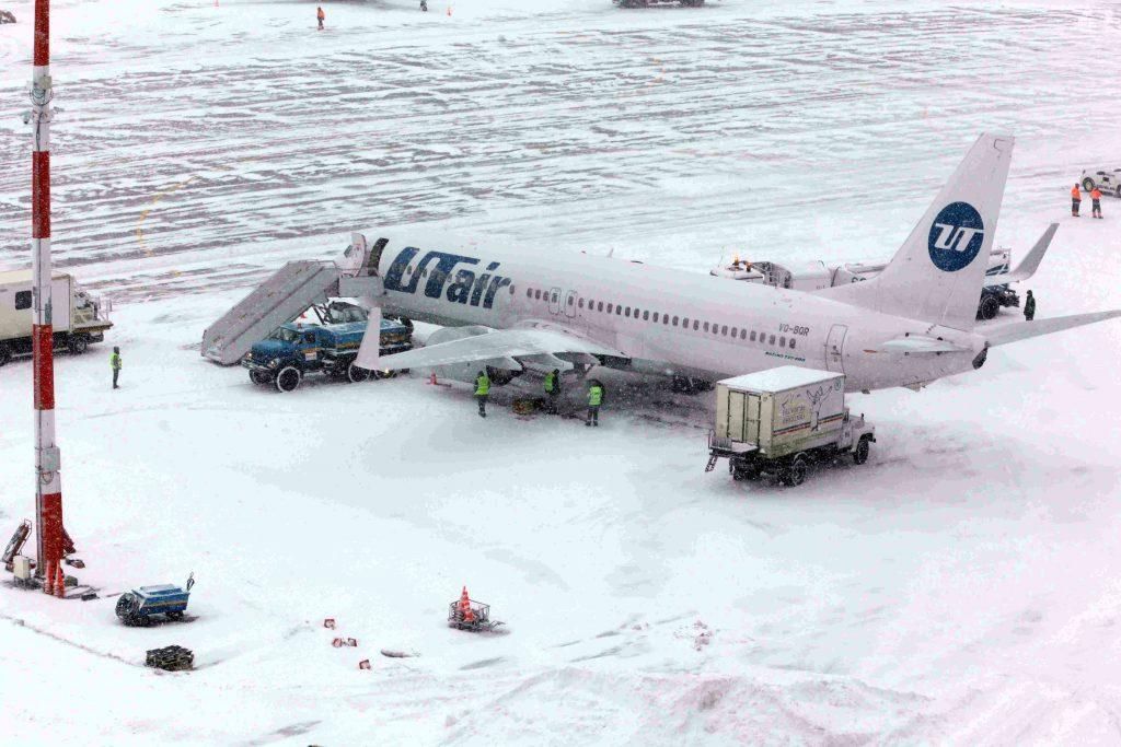 Три аэропорта Москвы задержали и отменили свыше 30 рейсов