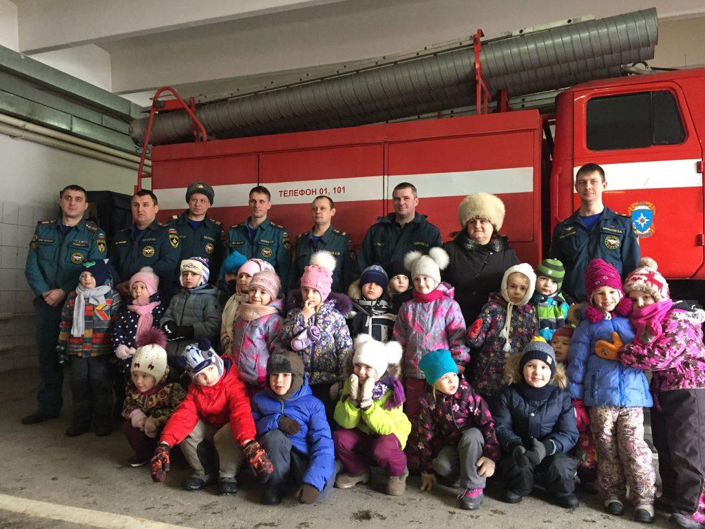 Экскурсию по пожарному депо провели для детей в поселении Сосенское