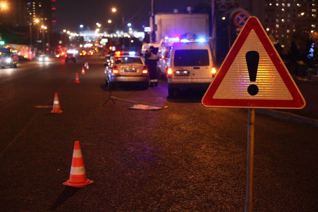 Внедорожник протаранил толпу пешеходов в Москве, трое госпитализированы