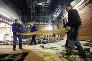 Обрушившиеся строительные леса демонтируют