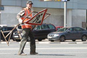 дорожный знак, дорожный рабочий, дорожные работы