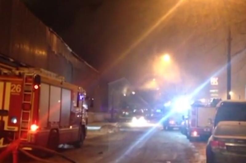 Почтовый грузовик загорелся на МКАД