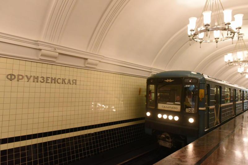 """Злоумышленник поджидал пассажиров у дверей метро. Фото: """"Вечерняя Москва"""""""
