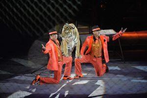 Эдгард Запашный вместе с братом Аскольдом и тиграми на арене. Фото: Александр Казаков