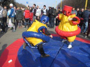 18 марта 2017 года. Москва. Молодые парламентарии ТиНАО готовы к пробегу. Фото Екатерина Ганина.
