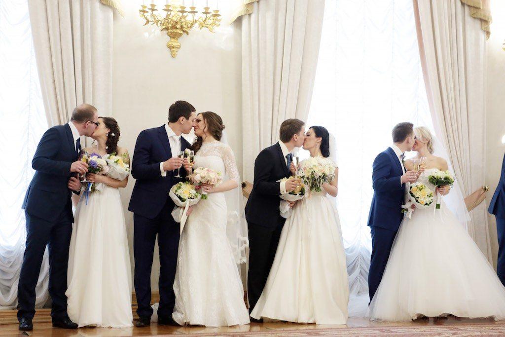 На Красную горку в Москве сыграют более двух тысяч свадеб