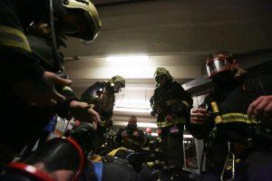 Спасатели работают на месте взрыва на юго-востоке Москвы