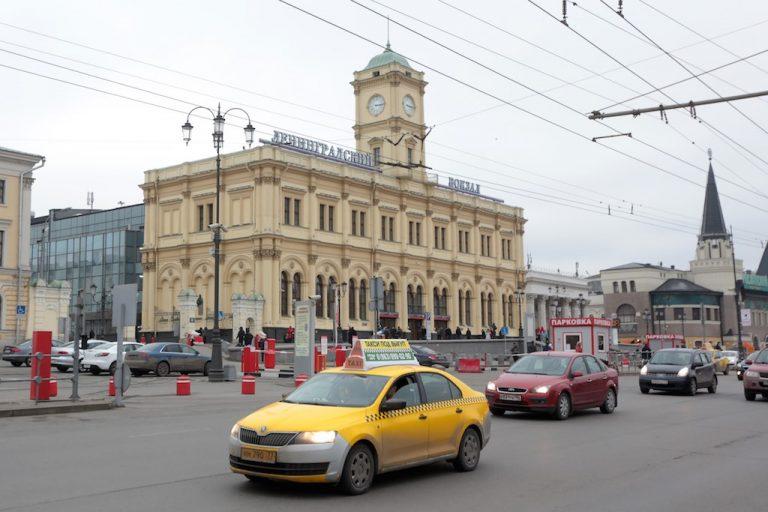 Звуковые объявления на вокзалах Москвы продублируют на английском языке