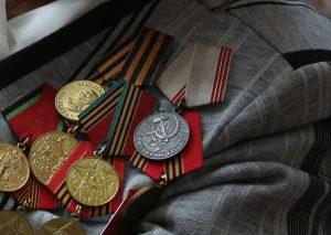 Полиция задержала в Москве мужчину за попытку продать медали своей бабушки
