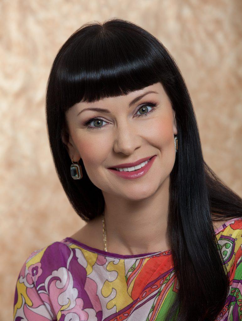 Поздравление Нонны Гришаевой женщинам Новой Москвыс 8 Марта: «Любить и быть любимой — вот главное пожелание. И самореализации, конечно, ведь это важно для любой женщины».
