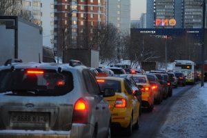 Утренние пробки из-за гололеда в Москве достигли 7 баллов