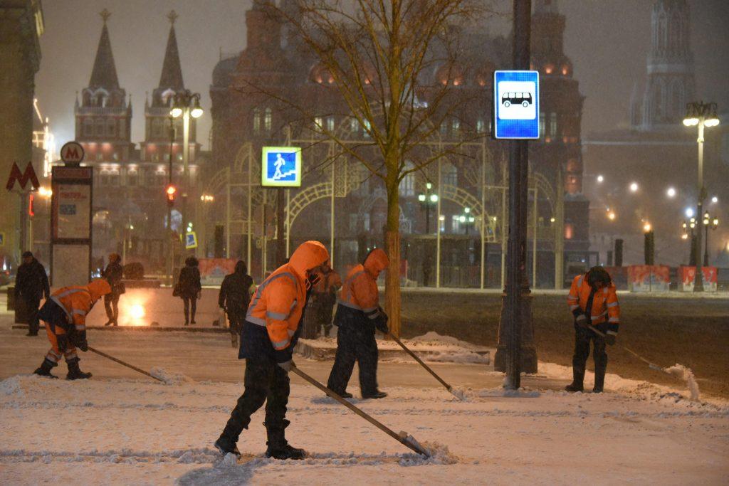 Последствия «Зимы 2» продолжают ликвидировать в Москве