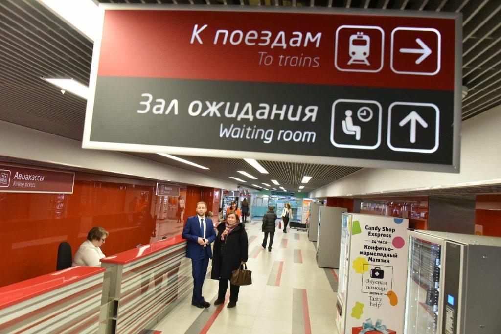 Голосовые объявления на вокзалах начнут дублировать на английском