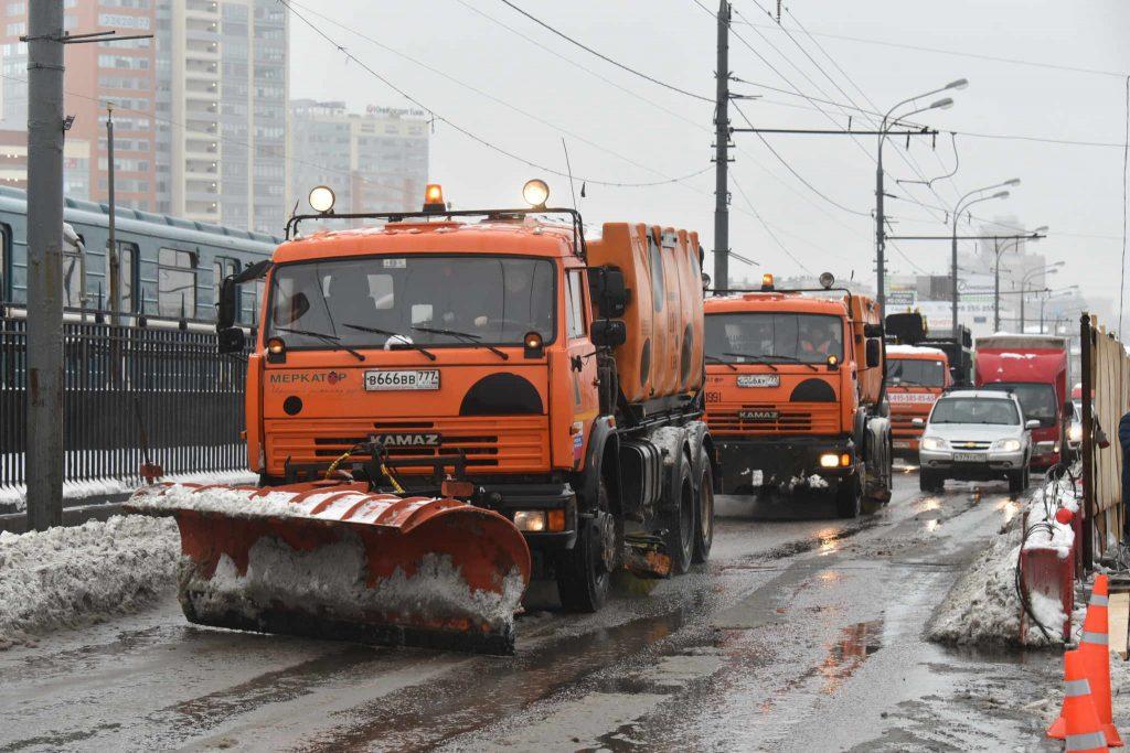 Теплая погода позволит коммунальщикам провести уборку города в выходные