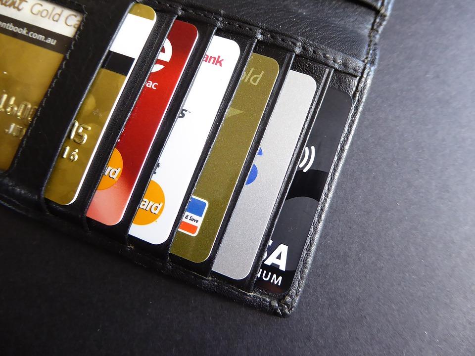 Полицейские раскрыли кражу денежных средств с банковской карты