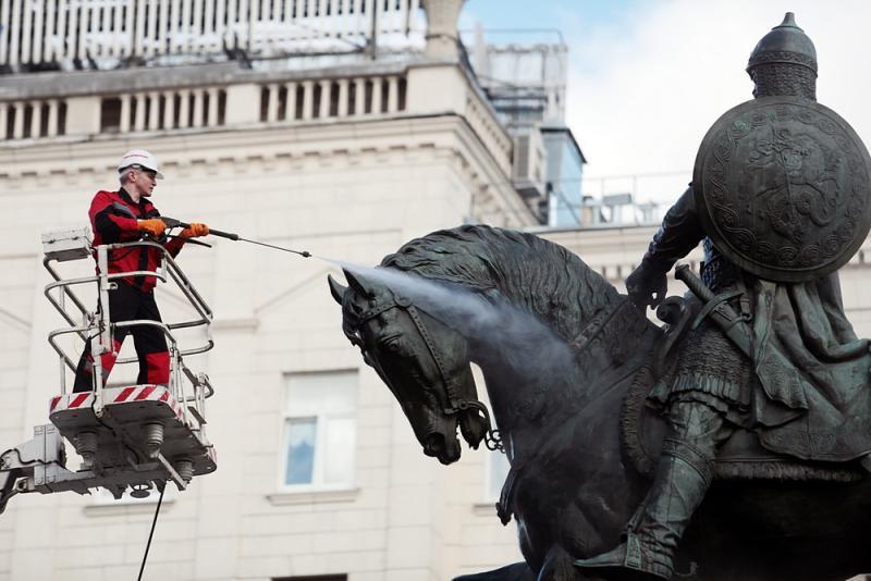 В столице отреставрируют более сотни памятников и скульптур
