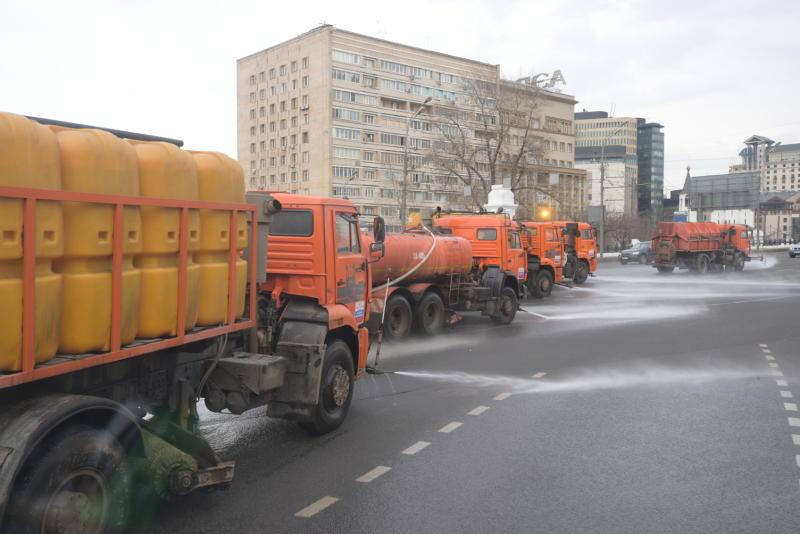 Специальным моющим средством промыли дороги в новых округах