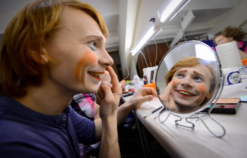 Молпалата Краснопахорского организует конкурс пародий «Точное попадание»
